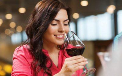 Rượu vang và sắc đẹp phụ nữ